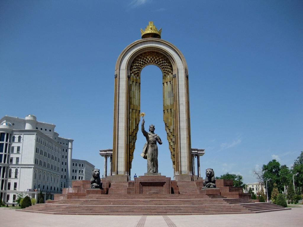 Исмаил Самани, Памятник